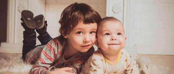 Минимальная и максимальная сумма пособия по уходу за ребенком до 1,5 лет в 2019 году